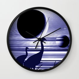 Kraniche am Ufer. Wall Clock