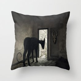 Éxodo Throw Pillow