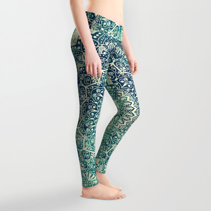 BICOLOR COLD WINTER MANDALA Leggings