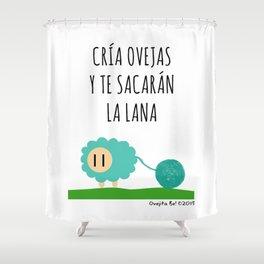 Cría ovejas...y te sacarán la lana Shower Curtain