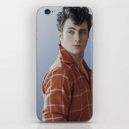 lol ur not aaron taylor-johnson iPhone Skin