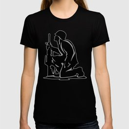 Military Serviceman Kneeling Warrior Tribute Illustration T-shirt