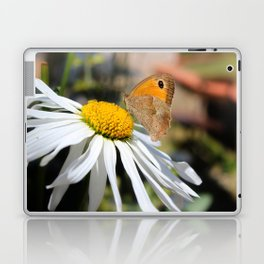Farfalla su margherita Laptop & iPad Skin