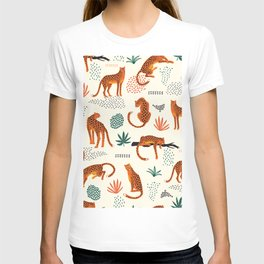 Seamless pattern with leopards T-shirt