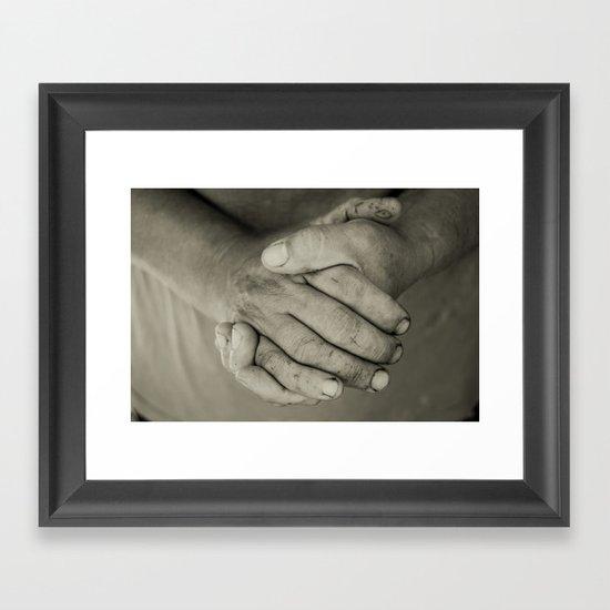 manos trabajadoras Framed Art Print