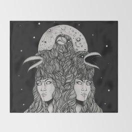 Aliēnus Throw Blanket