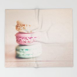 the sweet sweet macaron ... Throw Blanket