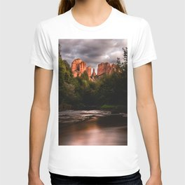 Sedona Vortex II - Chimney Rock Desert Photography T-shirt