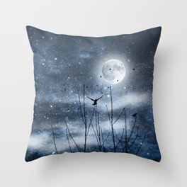 Call of the moon Throw Pillow