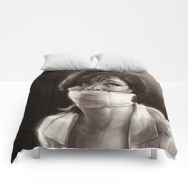 She's in love Comforters