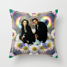 reptile muldo and skuul Throw Pillow