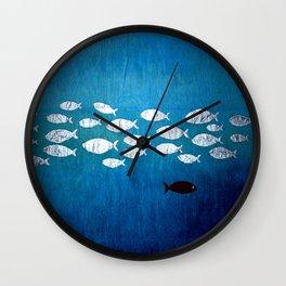 Travel countercurrent Wall Clock