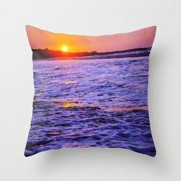 dusk to wave Throw Pillow