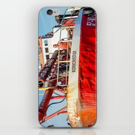 Le navire rouge iPhone Skin