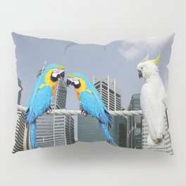 Skyline Singapur with cockatoo and Macaw on Rope Pillow Sham