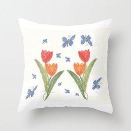 Tulipes et papillon en dentelle Throw Pillow