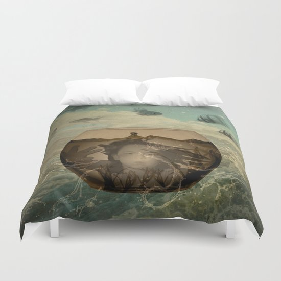trap in a bowl Duvet Cover