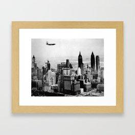 Avro Airplane over Manhattan - Avion Avro au-dessus de Manhattan Framed Art Print