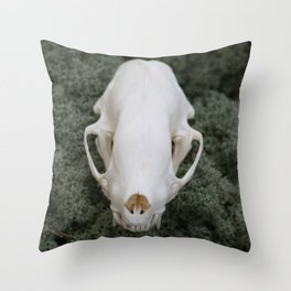 Skunk Skull 01 Throw Pillow