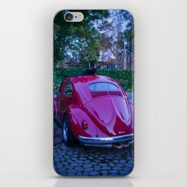 voiture rouge chat noir iPhone Skin