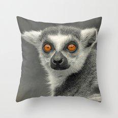 LEMUR PORTRAIT Throw Pillow