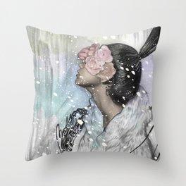 Loves me, loves me not Throw Pillow