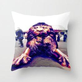 Camden´s Lion Throw Pillow