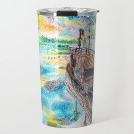 El cielo reflejado bajo un puente Travel Mug
