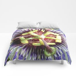 Close Up of The Centre Of a Passiflora Flower Comforters