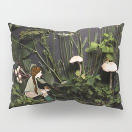 Bridie and the Robins in the Forest of Shamrocks Pillow Sham