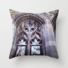 I can see your soul (Yale, CT) Throw Pillow
