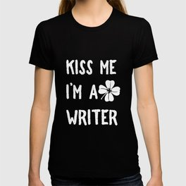 Kiss Me I_m A Writer With Shamrock St Patrick's Day T-shirt