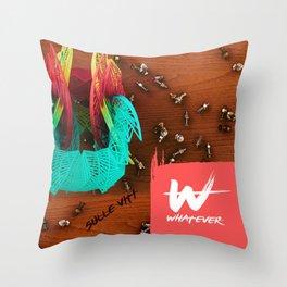 sulle viti Throw Pillow