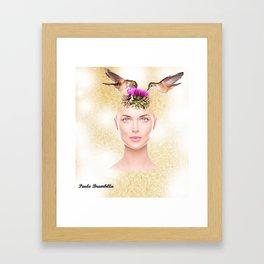 A garota com uma flor na cabeça e dois colibris Framed Art Print