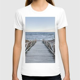 """""""Walking to the beach....."""" At sunset T-shirt"""