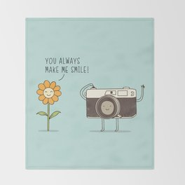 smile! Throw Blanket