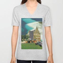 city unreal · hinaus aufs land Unisex V-Neck