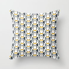 NGWINI - penguin love pattern 4 Throw Pillow