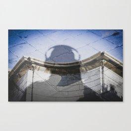 Una sombra. Canvas Print