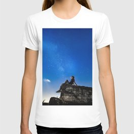 Dreaming under starry sky T-shirt