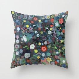 carré fleuri imaginaire 1 Throw Pillow