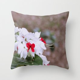 Sorriso Floral Throw Pillow