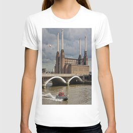 Battersea Power Station with Pink Floyd Pig T-shirt