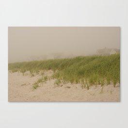 Maisons dans la brume Canvas Print