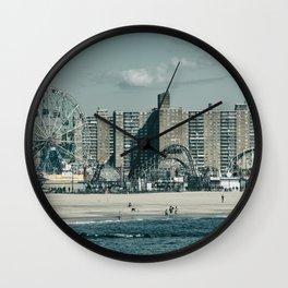 Luna Retro Wall Clock