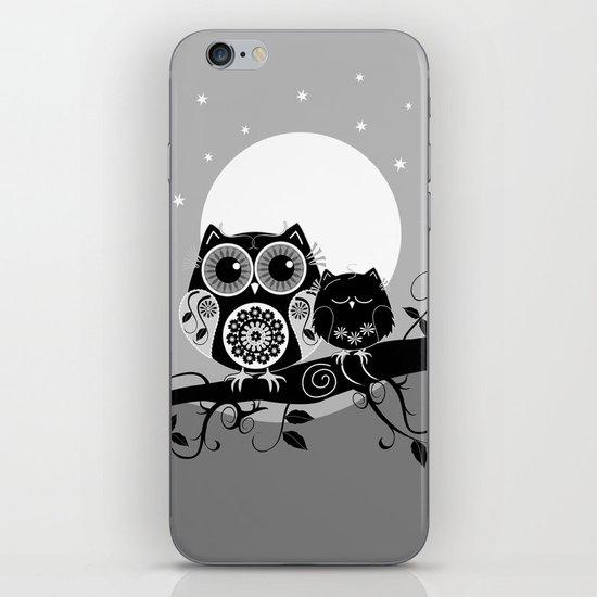 B&W Flower power Owl and her Sleepy Baby iPhone & iPod Skin