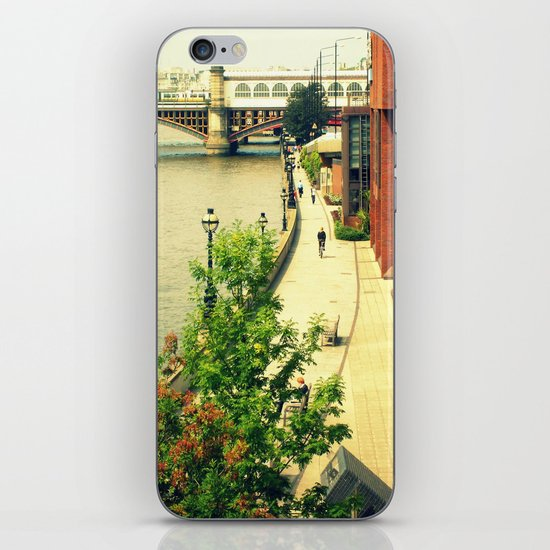 Along the River Thames. iPhone & iPod Skin