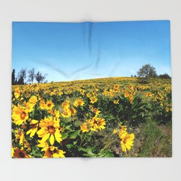 wildflower season Throw Blanket