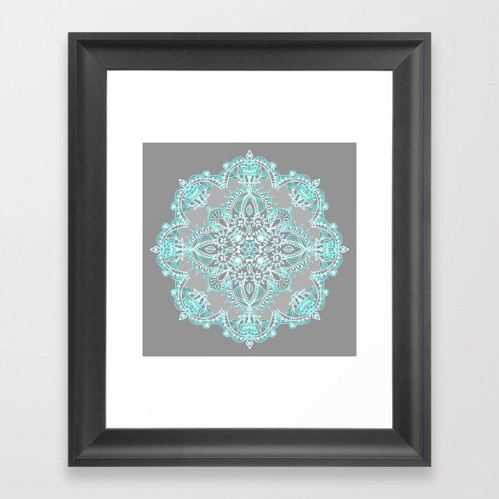 Teal and Aqua Lace Mandala on Grey Gerahmter Kunstdruck