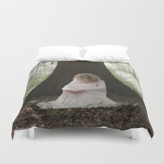 Waiting in the woods Duvet Cover
